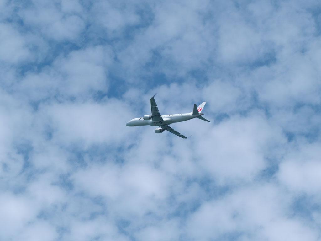 雲のある空と飛行機を撮る<br>ー新潟空港近くの撮影スポット