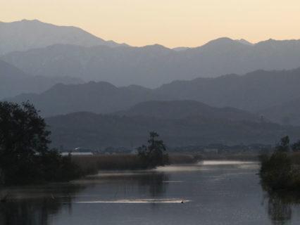 冬の日本海側では貴重な晴れた日なので<br>福島潟へ朝日を撮りに行ってきた