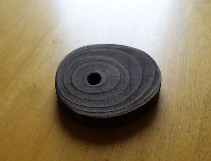 穴あき丸太の輪切りコースターで作るミニチュアテーブル1