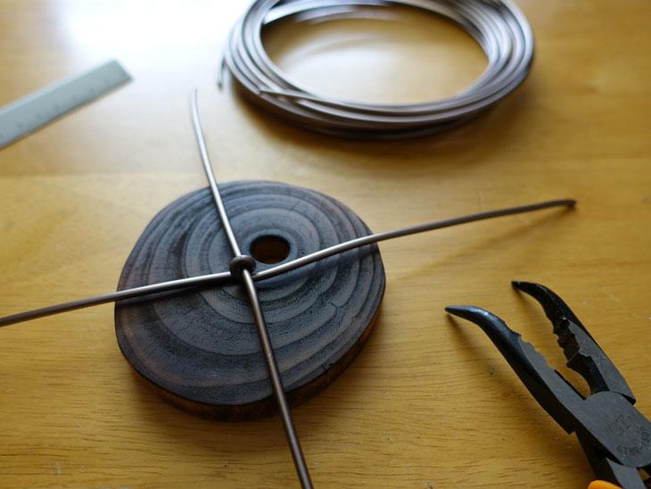 穴あき丸太の輪切りコースターで作るミニチュアテーブル4