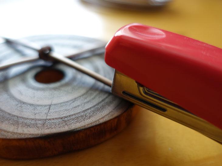 穴あき丸太の輪切りコースターで作るミニチュアテーブル5