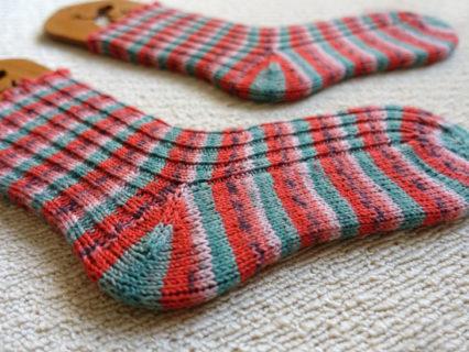 夏に編みたい!夏に履きたい!<br>スイカ柄靴下がやっと完成