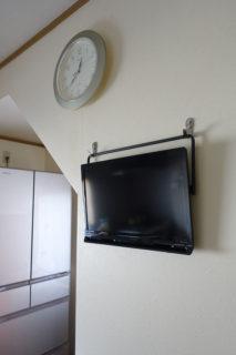 キッチンに壁掛けテレビ<br>プライベート・ビエラをどうやって掛ける?電源はどうする?