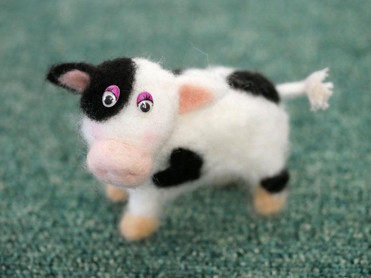 羊毛フェルトの牛10